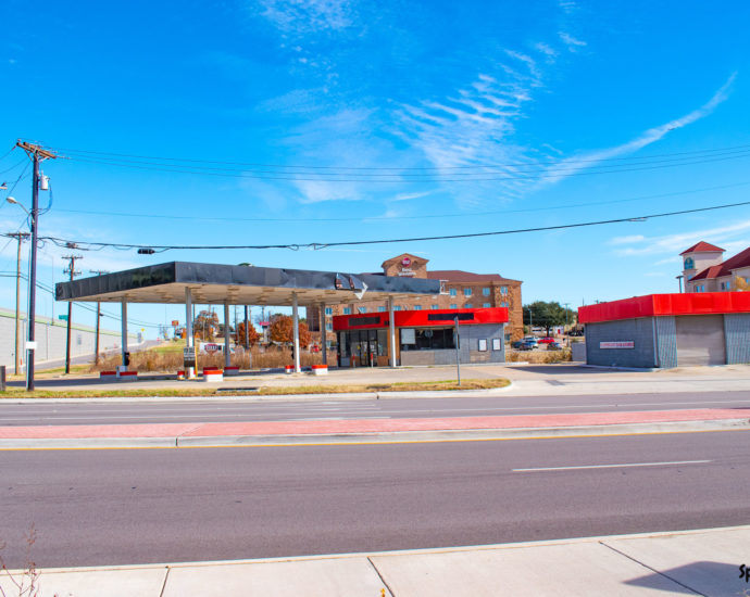 Closed Texaco Food Mart in Euless