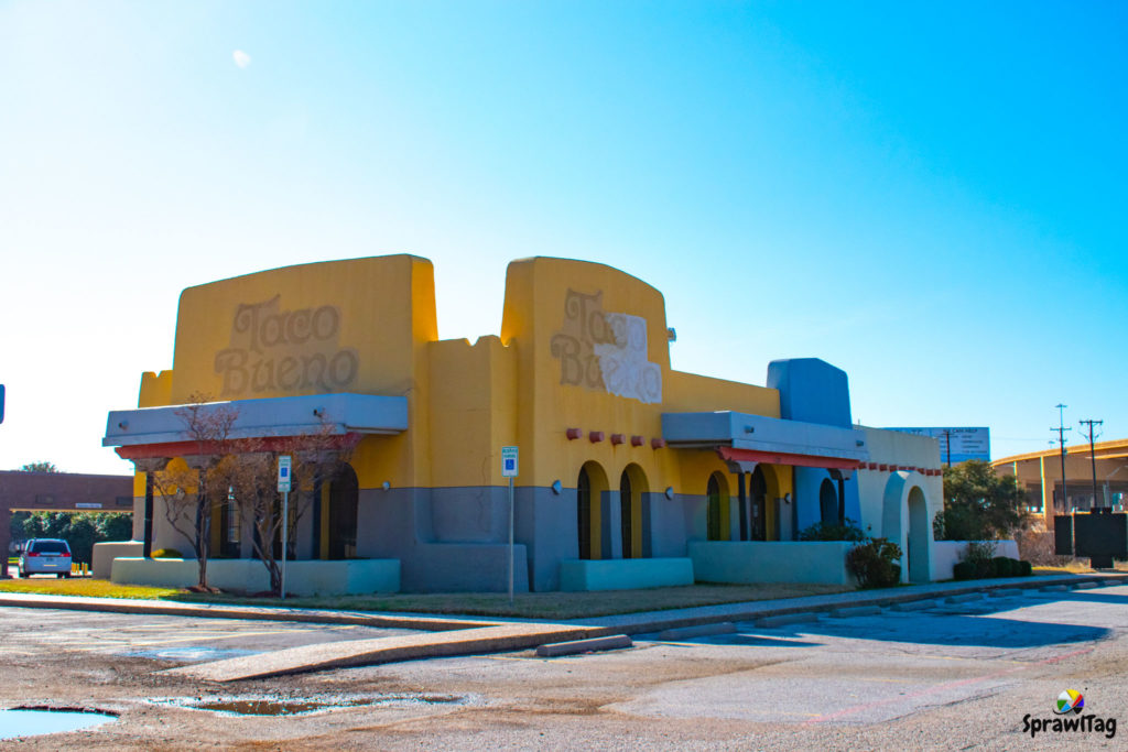 Closed Taco Bueno in Hurst